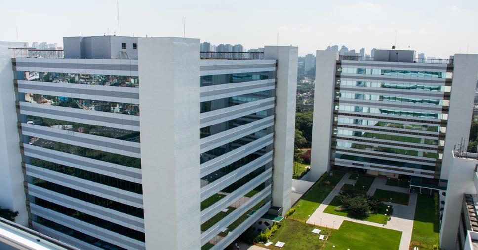 Edifício com fachada de ACM