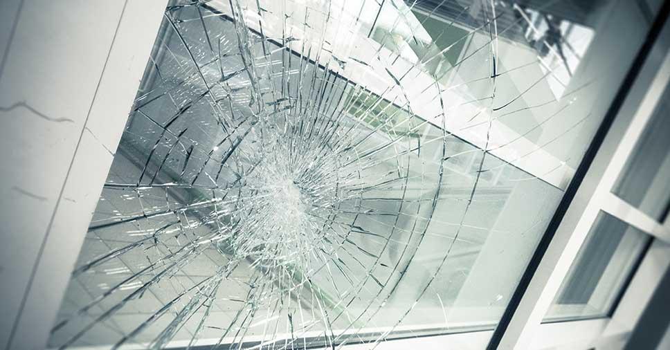 Quebra espontânea dos vidros temperados tem jeito!